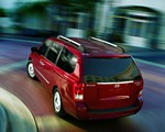 hyundai-entourage-minivan.jpg