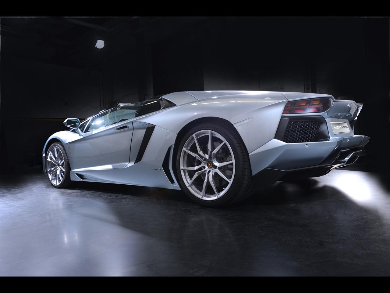 Qual carro não tem no Need que deveria ter? - Página 5 2013-Lamborghini-Aventador-LP-700-4-Roadster